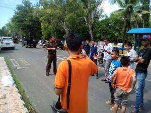 aksi unjukrasa di fepaan kantor Kejari Bone